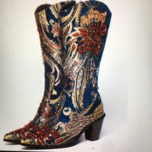 Bling boots which matches the Blue or Black coat!